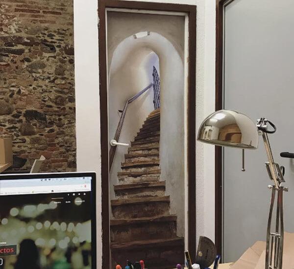 Diseño e instalación de Vinilos para puertas